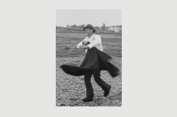 Joseph Beuys nach der Rheinüberfahrt - Foto: Peter Schata