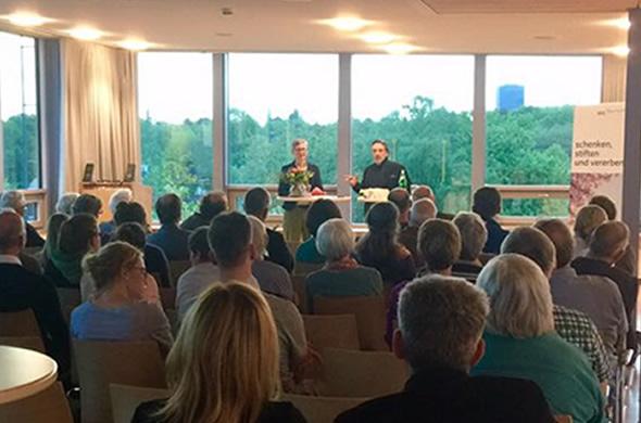 Michael W. Bader bei einem Vortrag bei der GLS Treuhand